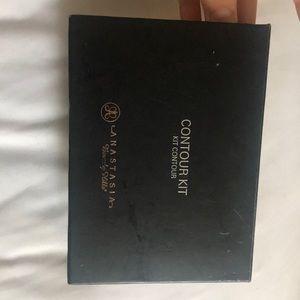 ANASTASIA- contour kit